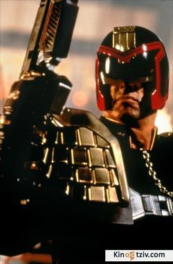 Judge Dredd 1995 photo.